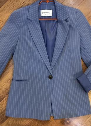 Голубой пиджак в полоску stradivarius