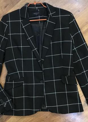 Черный пиджак в клетку mohito