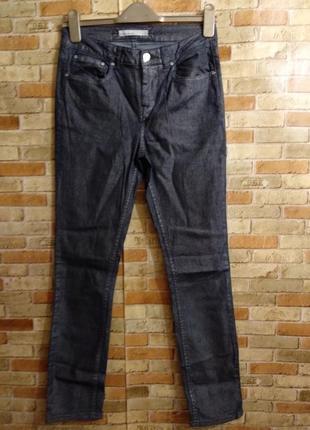 Классные стрейч джинсы с золотистым напылением размера s-m