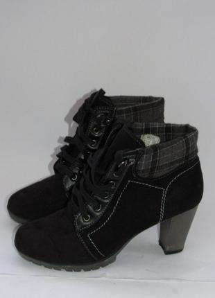 Ботинки стильные женские на высоком каблуке  b29