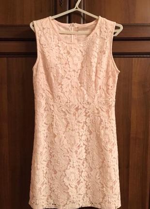 Ніжна рожева сукня