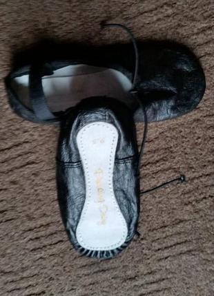 Балетки спортивные для гимнастики dancing daisy boys or girls black leather ballet shoes3 фото