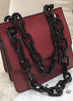 Маленькая женская сумка на цепочке цепь акриловая тренд 2020 бордовая марсала