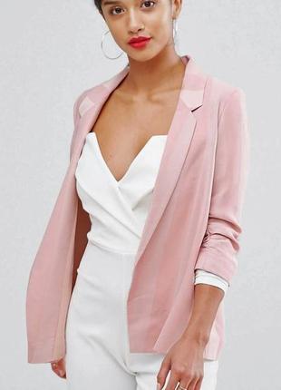 Легкий пудровый пиджак