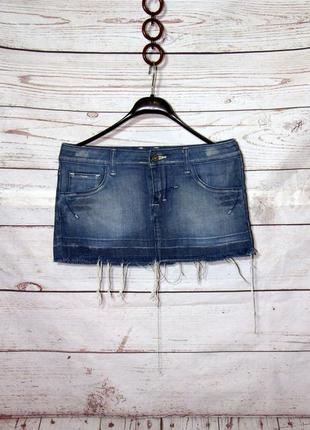 Крутая джинсовая короткая юбка с потрепаным низом