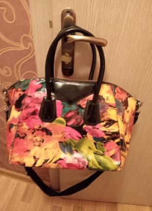 Модняча різнокольорова лакова сумка