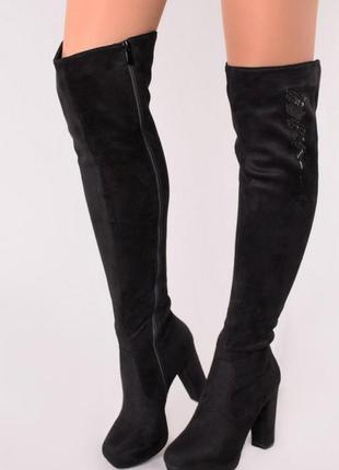 Черные замшевые ботфорды на каблуке