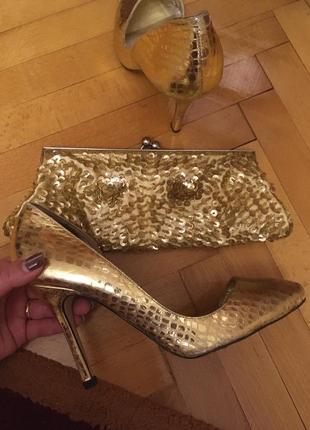 Золотые кожаные туфли и клатч