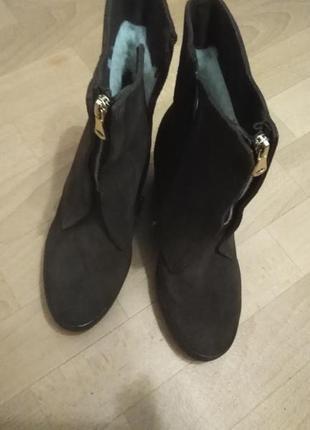 Класные замшевые зимние ботинки