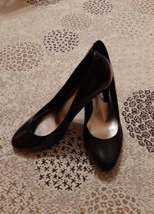 Туфли лаковые элегантные marks & spenser р. 38