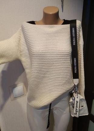 Тепленький джемпер свитер кофточка белая
