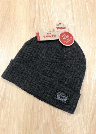 Теплые шапки levi's