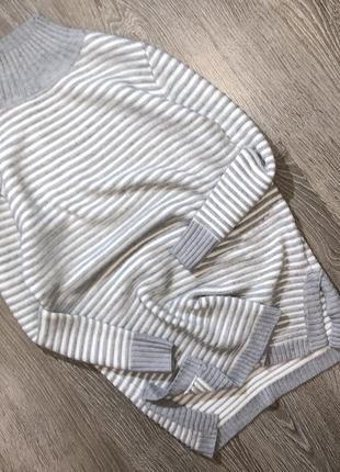 Очень красивый,теплый, удлиненный свитер