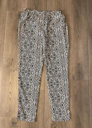 Классные легкие штаныс черно-белым принтом ltb