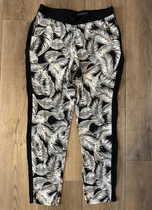 Тонкие штаны с пальмовыми листьями
