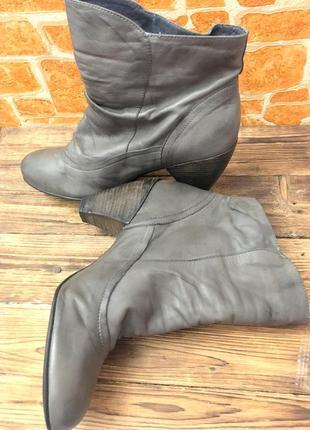 Кожаные осенние ботинки,ботильоны на узкую ногу, графитовый цвет,40 размер.