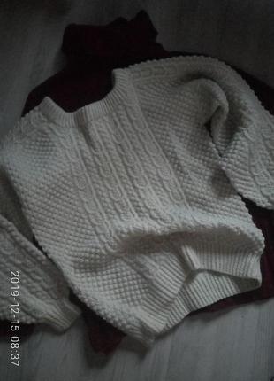 Оьемный шерстяной свитер