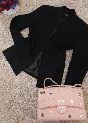 Черный класический пиджак