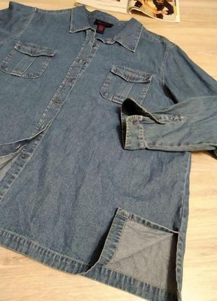 Стильная джинсовая синяя рубашка оверсайз