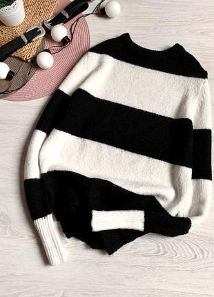 Крутой стильный полосатый свитер