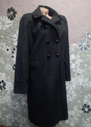 Серое ровное пальто, шерсть