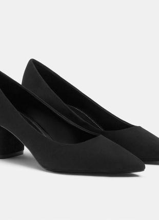 Класические туфли лодочки с необычным каблуком bershka