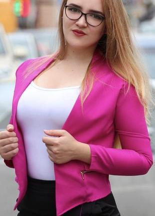 Стильный короткий пиджак фуксия