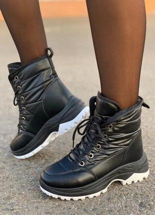 Женские зимние черные спортивные ботинки дутики на шнурках