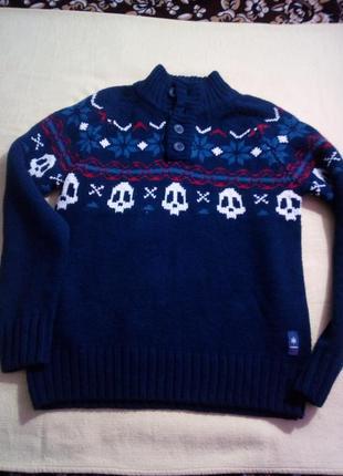 Стильный свитер s-m размер