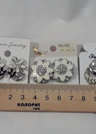 Серьги гвоздики  три пары под серебро с эмалью  бижутерия