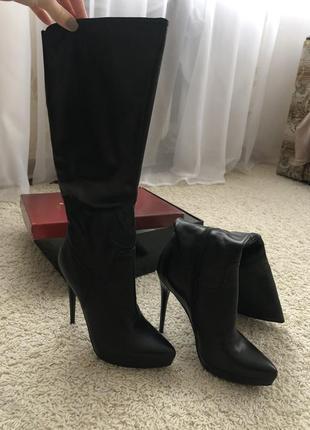 Женские кожаные сапоги на каблуке
