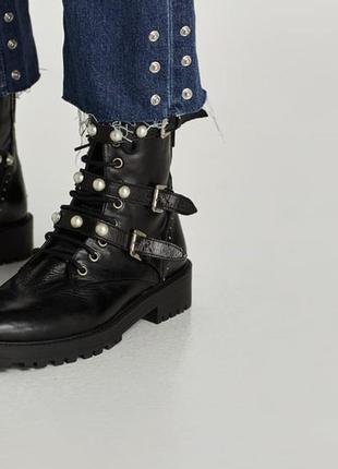 Кожаные ботинки zara с бусами