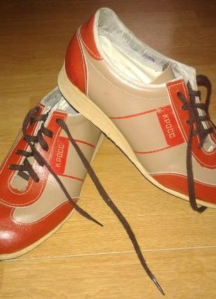 Закрытые демисезонные туфли на низком ходу