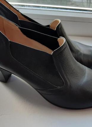 Женские кожаные крепчайшие туфли mida