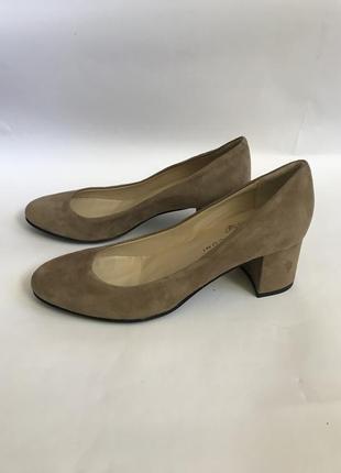 Фирменные замшевые туфли на небольшом устойчивом каблуке нюдового цвета 36,5 fabio rusconi