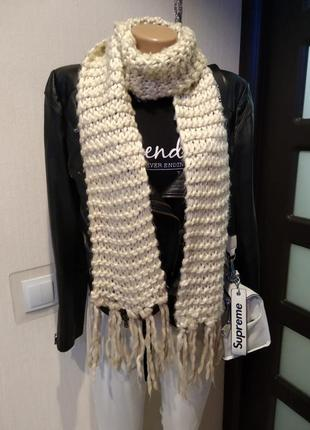 Теплый длинный белый шарф с кисточками