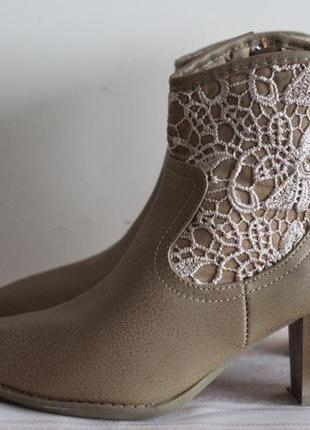 Стильные  ботинки, полусапожки, ботильоны с кружевом