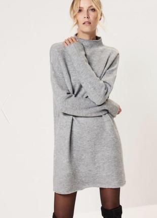 Серое платье свитер водолазка с воротником гольф под горло