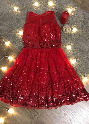 Неймовірно красива і яскрава сукня для справжньої зірки