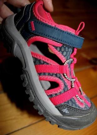 Фирменные сандалии quechua 17.5 см. стелька, ширина подошвы- 9,5 см.