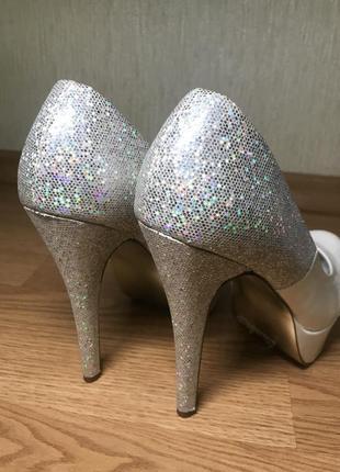 Праздничные туфли на высоком каблуке с блёстками