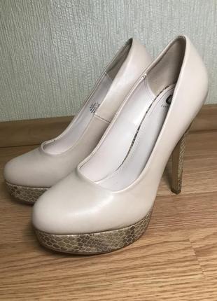 Туфли со вставками под змею на платформе и высоком каблуке