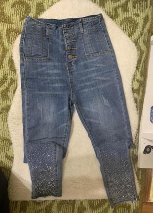 Красивые джинси с стразами, камушками.