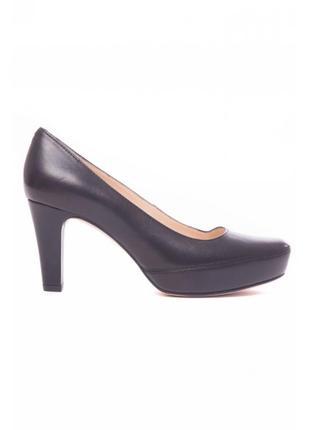 Черные туфли на каблуке от unisa.