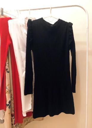 Платье в рубчик с воланами