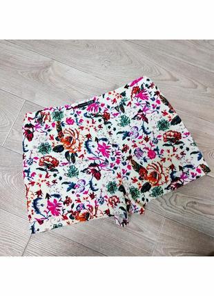 Крутые шорты цветочной расцветки с цветочным принтом с отворотами и карманами