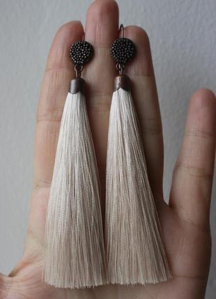 Серьги серёжки кисти кисточки кремовые нити длинные модные бохо