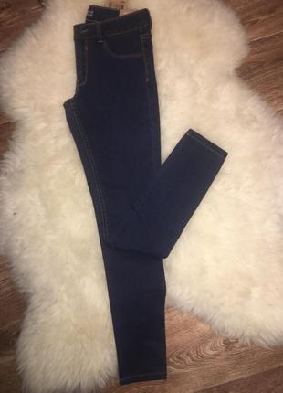 Темные джинсы привезены из европы