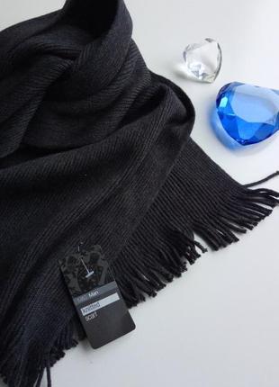 Красивый однотонный темно - синий вязаный шарф