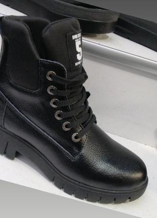 Зимние ботинки на квадратном каблуке